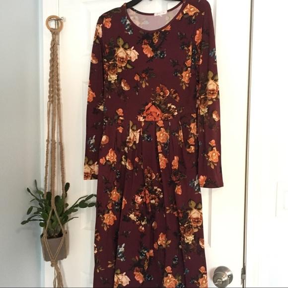 Gray Monroe Dresses & Skirts - Gray Monroe Kassie Dress Burgundy Floral pockets.